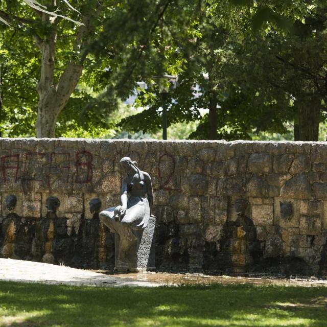 Je li došlo vrijeme da vrijedno umjetničko djelo renomiranog hrvatskog kipara Vanje Radauša iz 1958. ustupi mjesto 'betonu'?
