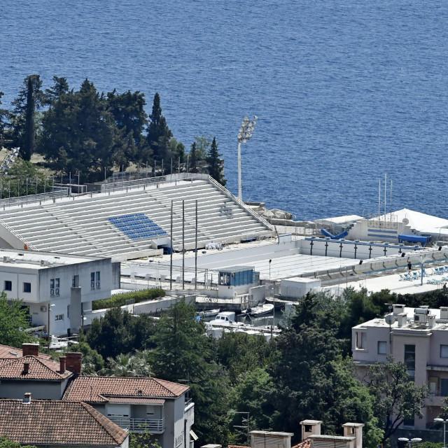 Hotel 'Jadran' s kompleksom bazena na Zvončacu