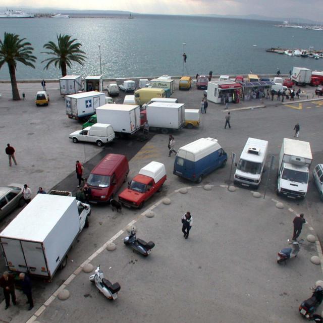 Split, 291102, gradska Riva pretvorena u parking. Snimio Mario Todoric
