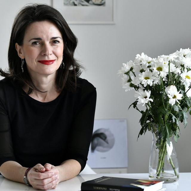 Đurđica Čilić: Priče su nastajale u mojoj svekolikoj opuštenosti, u manjku ambicija da se predstavim kao ona koja i sama piše. Neke su, unatoč tome, dobro ispale i nisam nezadovoljna<br />