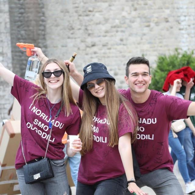 Maturanti iz dubrovačkih srednjih škola okupili su se na slavlju na Pločama