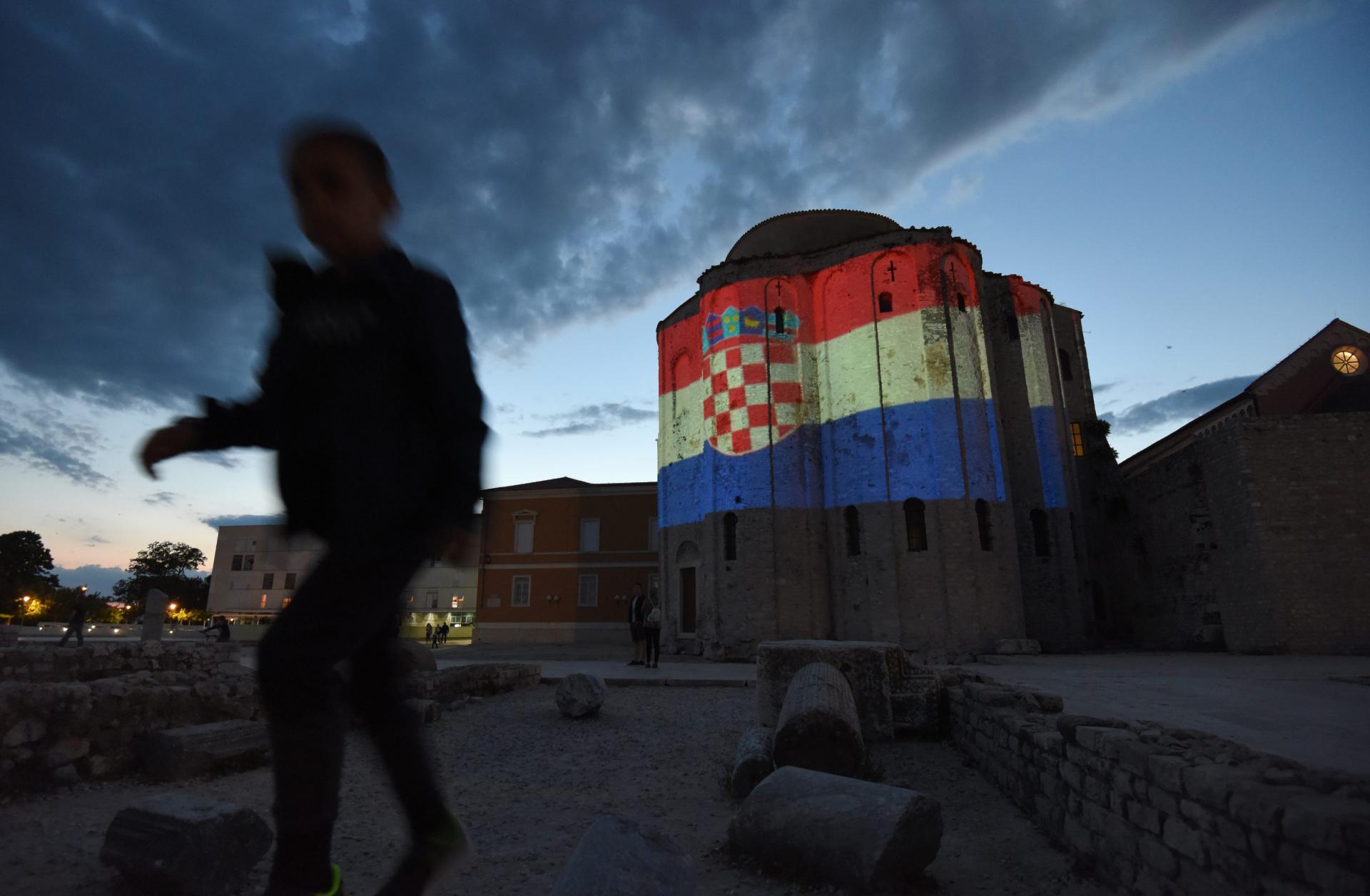 Zadarske znamenitosti u bojama nacionalne zastave: pogledajte svjetlosni spektakl koji je oduševio građane...