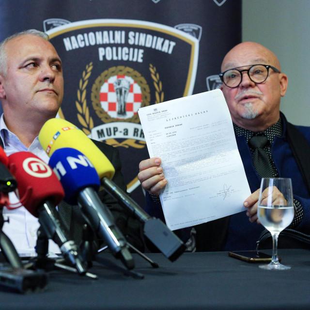 Dragan Števanja sa svojim odvjetnikom Brankom Šerićem<br />