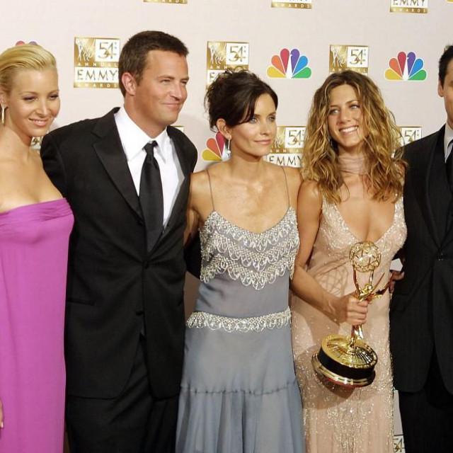 Lisa Kudrow, Brad Pitt i David Schwimmer u kultnoj epizodi iz 2001. godine (Sezona 8, epizoda 9)
