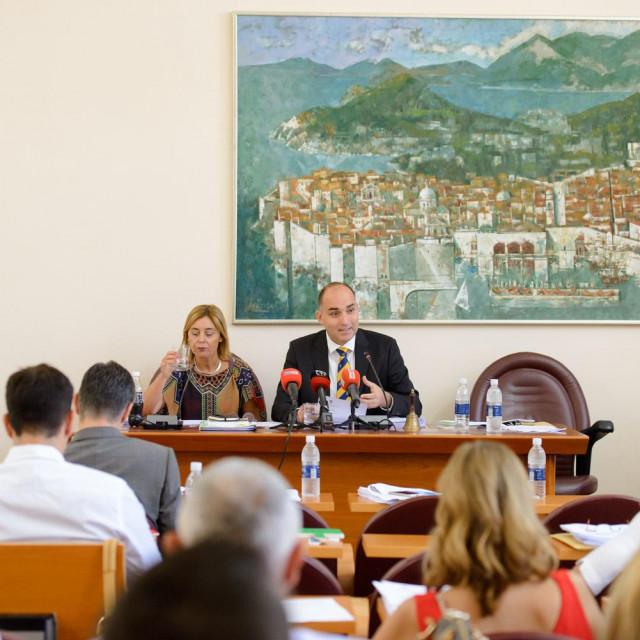 """""""Sjednica će sigurno biti burna, jer nas čekaju parlamentarni izbori. Pojedinci koji se vide u Saboru iskoristit će je za politički igrokaz"""", izjavio je Marko Potrebica, predsjednik Gradskog vijeća Grada Dubrovnika"""
