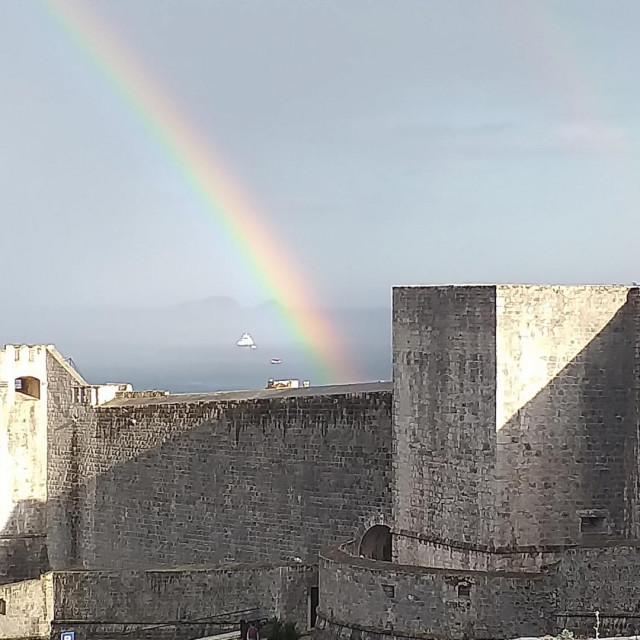 Duga ukrasila nebo iznad Dubrovnika