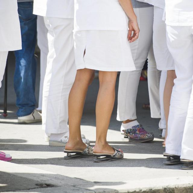 Medicinari u tri hrvatske bolnice: KBC Split i Zagreb te Opća bolnica Dubrovnik imale su prošle godine mirni prosvjed kako bi upozorili na to da je stanje u sustavu zdravstvene skrbi neizdrživo<br />
