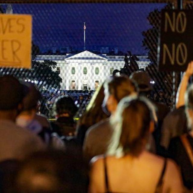 Prosvjedi ispred Bijele kuće