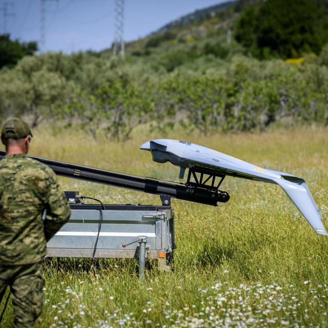 Sibenik, 030620.<br /> Odrzana je pokazna vjezba spremnosti Hrvatske vojske za Protupozarnu sezonu 2020, prikaz polijetnja i slijetanja bespilotne letjelice Orbiter 3 u svrhu izvidjanja i ranog otkrivanja pozara.<br />