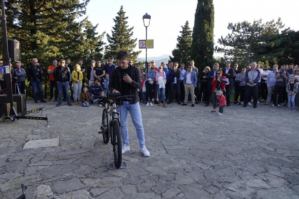 Mario Ljubičić sa svojim biciklom