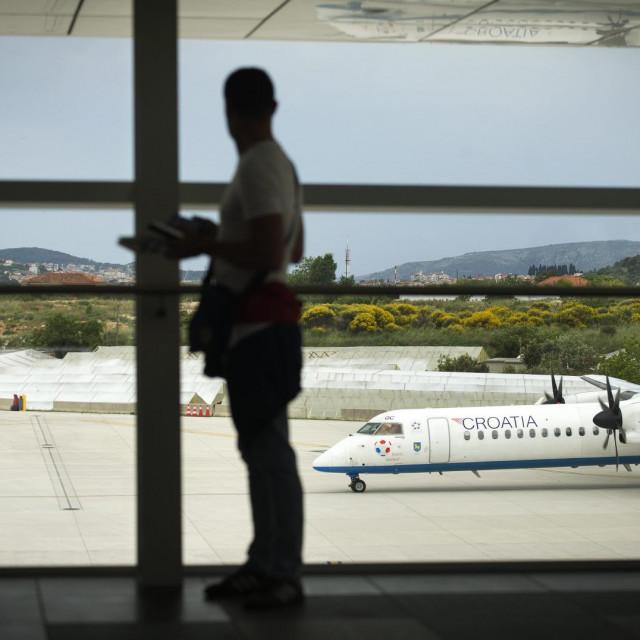 Let za Düsseldorf kasnio je dva sata i cijelo to vrijeme putnici su pokušavali riješiti problem, ali aerodromski službenici nisu ih pustili dalje