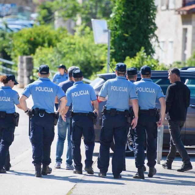 Policija se jučer dala u potragu za oružjem koje je, po svemu sudeći, pripadalo ocu<br /> Tonči Plazibat/HANZA MEDIA