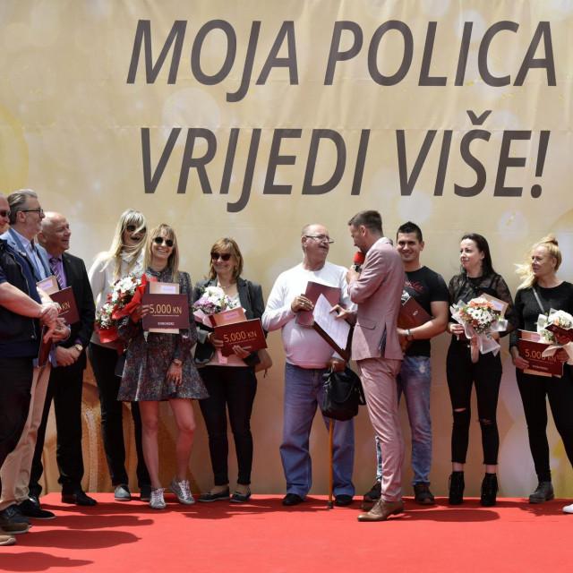 Čelnici 'Euroherca' i 'Adriatica' s dobitnicima prvog kola nagradne igre