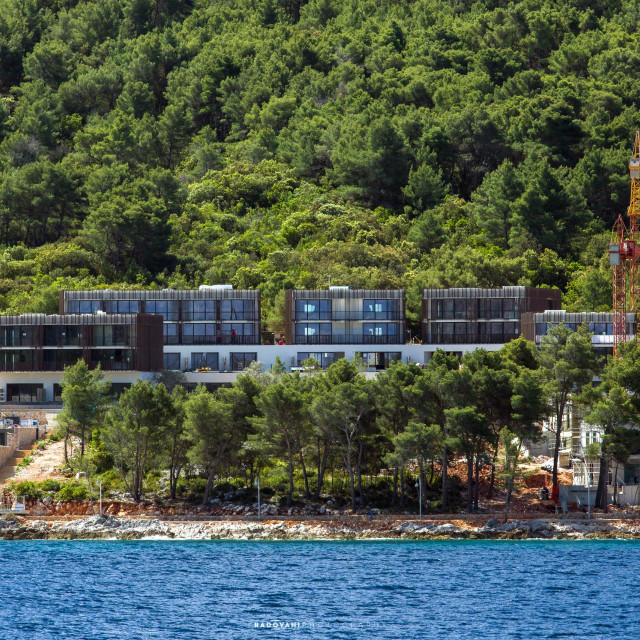 Izgradnja je započela krajem 2018. godine, a pandemija je odgodila otvaranje sa svibnja na kolovoz 2020.