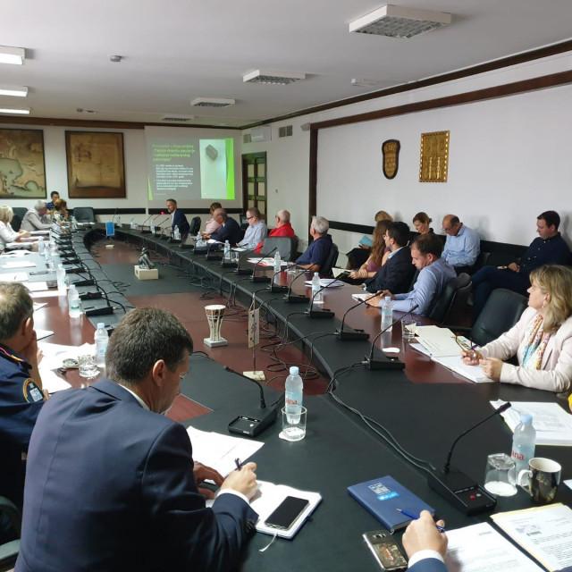 Gradski Stožer civilne zaštite jednoglasno je predložio prestanak važenja Odluke o proglašenju izravne opasnosti od nastanka elementarne nepogode uzrokovane pojavom potkornjaka na lokalitetu Park šume Marjan.