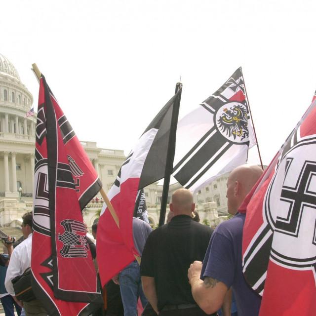 Neonacisti ispred američkog kongresa