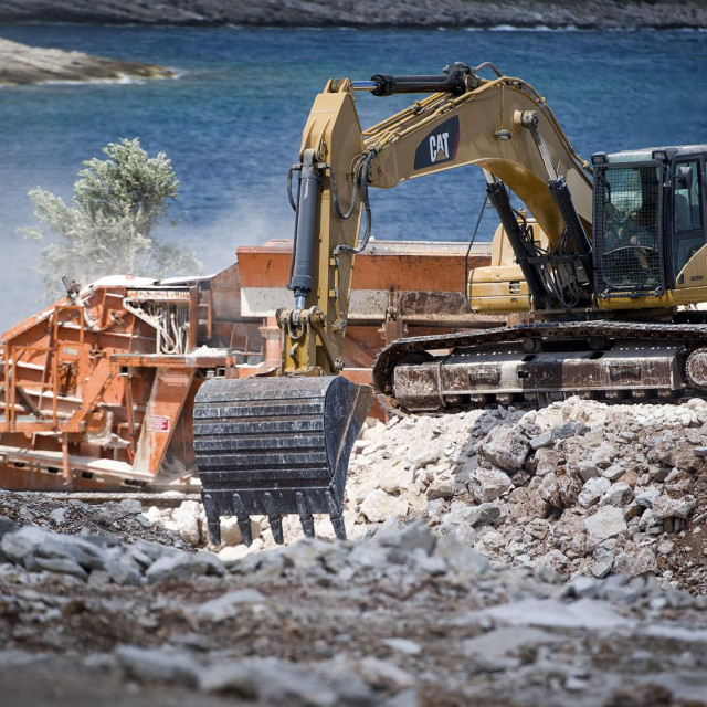 Radovi na izgradnji novog hotela investitora tvrtke Adria coast turizam d.o.o.