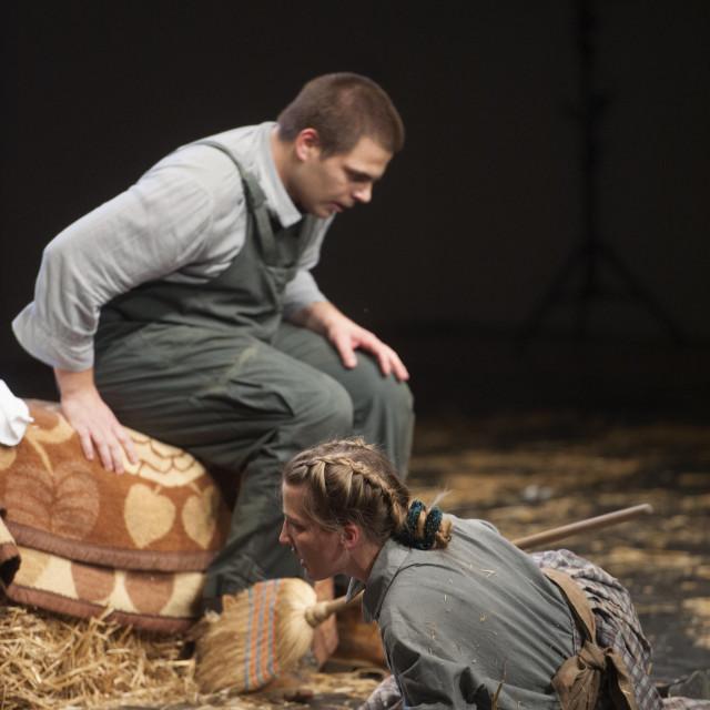 Josip Ledina i Lucija Alfier u predstavi 'O miševima i ljudima'