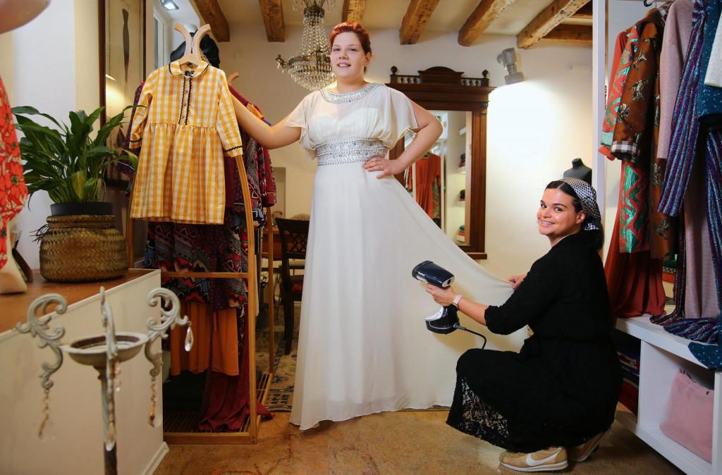 Na fotografiji: maturantica Katarina Jurić i dizajnerica Anamarija Asanović