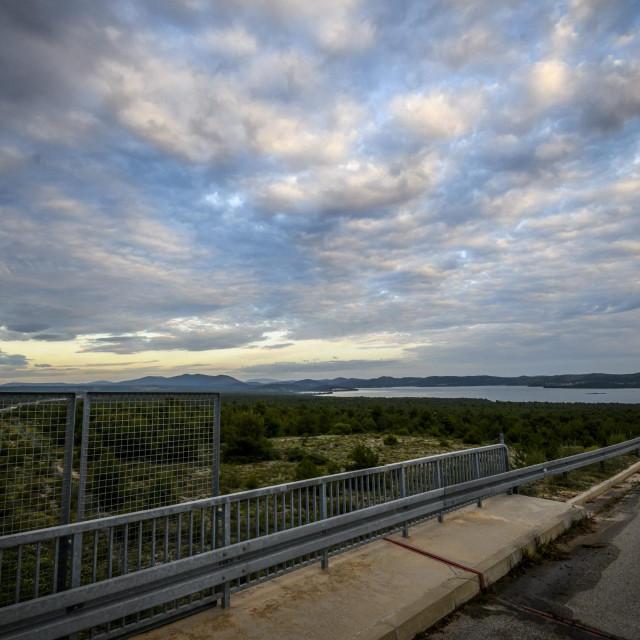 Skradin, 080620.<br /> Zemljiste projekta 'Prukljan', oko 200 hektara na obali Prukljanskog jezera na kojem ce se graditi golf-tereni i nauticka luka.<br />