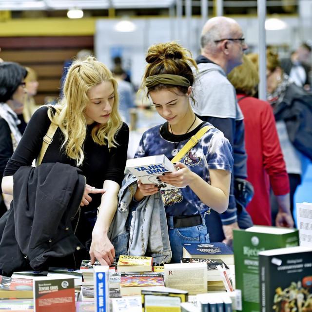 Neće manjkati onih koji će gorčinu koronarne godine na nekoliko dana zamijeniti knjižarskim guštima