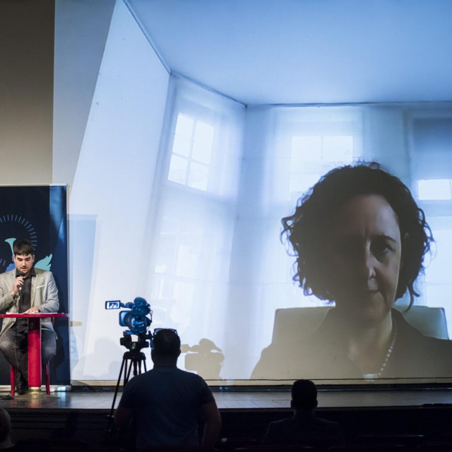 <br /> <br /> Na fotografiji: Gradonacelnik Zeljko Buric i ravnatelj kazalista Jakov Bilic, te na video pozivu ministrica kulture Nina Obuljen Korzinek.