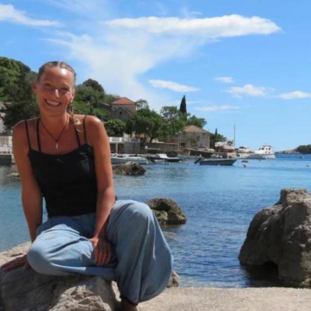 GILLIE SUTHERLAND, Engleskinja koja je našla utočište u Moluntu