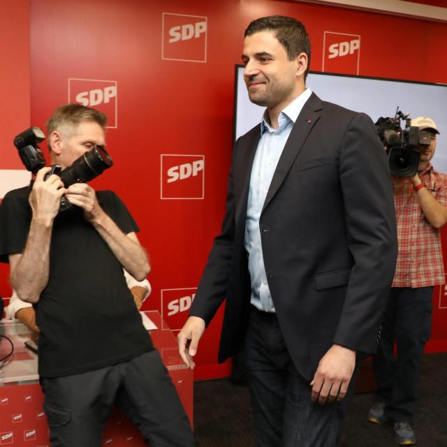 Današnja sjednica Glavnog odbora SDP-a koju je otvorio predsjednik stranke Davor Bernardić<br />