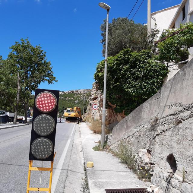 Da je turistička godina imalo normalna, ispred ovog semafora već bi se stvarale duge kolone vozila