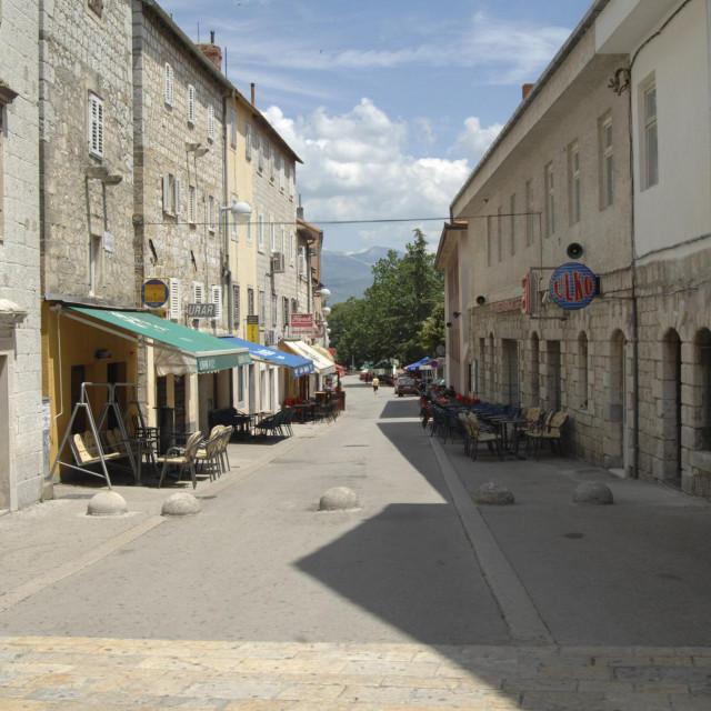 Glavička ulica u Sinju u mirno doba dana<br />