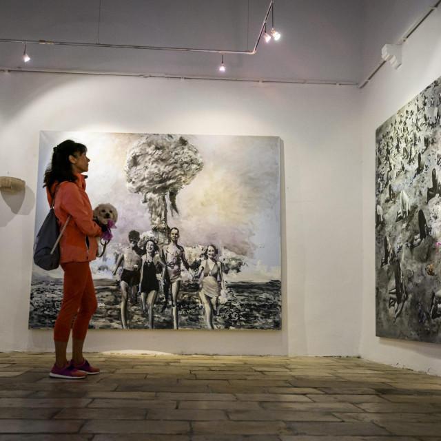 <br /> Izložba Bojana Sumonje, prva je nakon zatvaranja galerija zbog pandemije koronavirusa.<br />