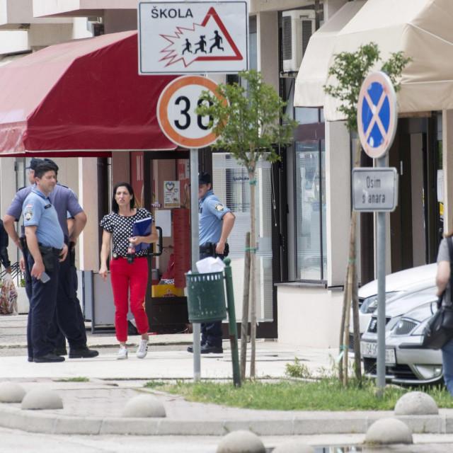 Policijski istražitelji vrše očevid u banci