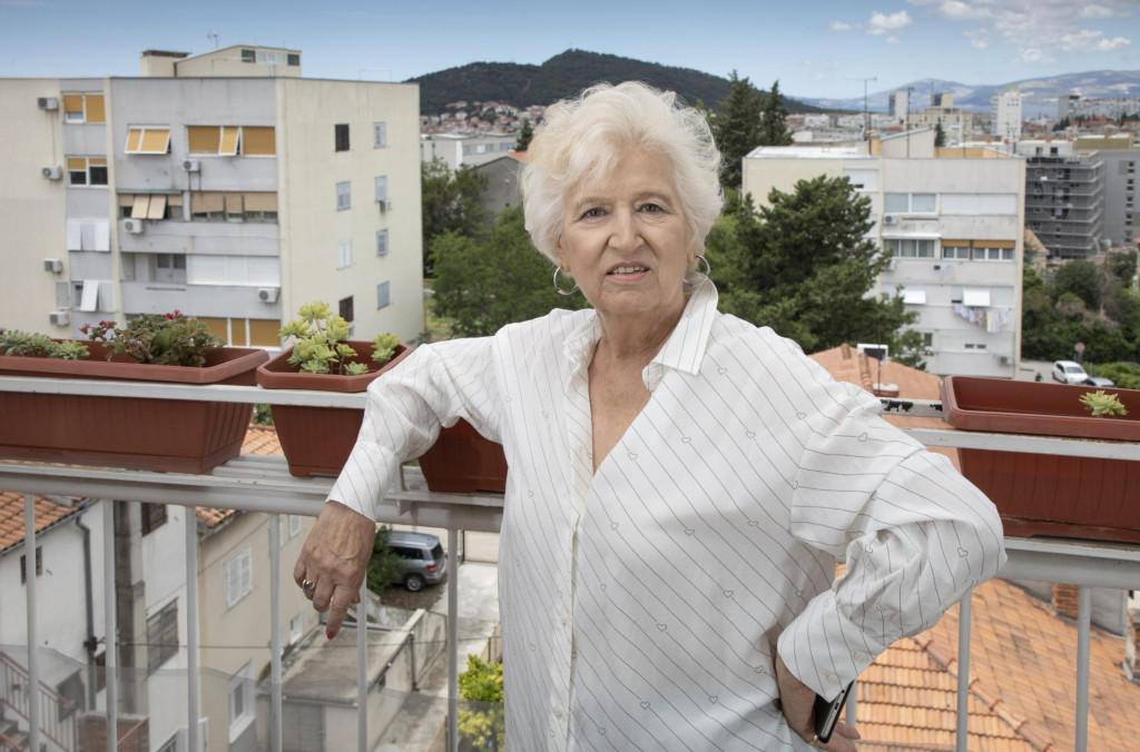 Jadranka Čolović Sviličić: Danas s ove svoje terace, kao s palube broda, promatram Marjan, Brački kanal i Kaštelanski zaljev. Puno putujem, ali ne uživo, nego u glavi