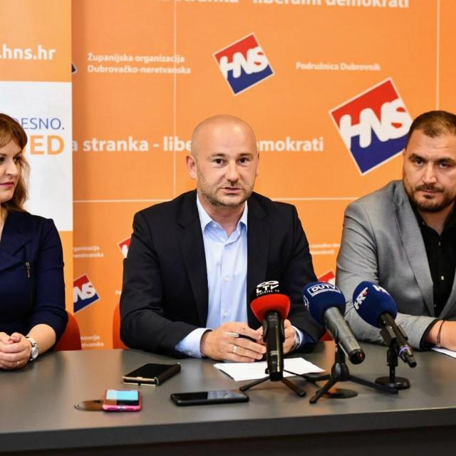 Nositelj liste HNS-a u 10. izbornoj jedinici Valentin Dujmović te kandidati Marina Vučković Matić i Miho Obradović