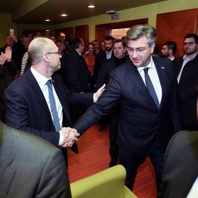 Andreju Plenkoviću najlakše je bilo pružiti ruku pomirenja Davoru Ivi Stieru