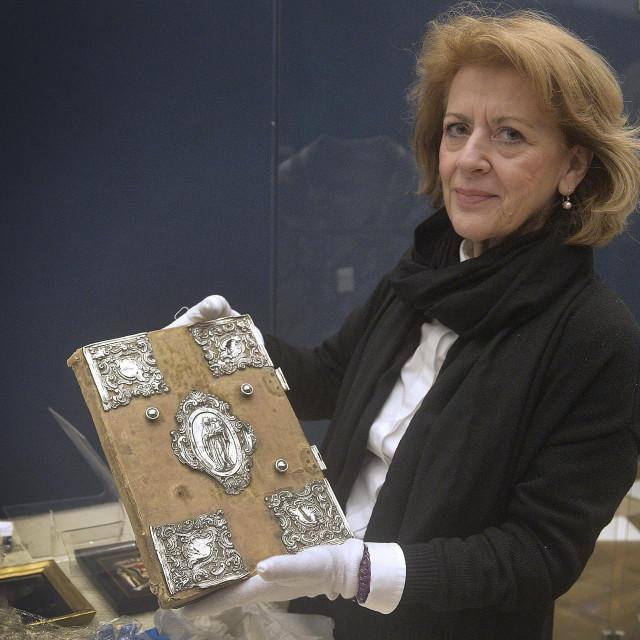 Dr. sc. Anđelka Galić u pripremi izložbe 'Visovac: Duhovnost i kultura na Biloj Stini'