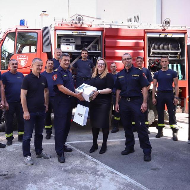 Šibenskim vatrogascima doniran dron i mobilni uređaj