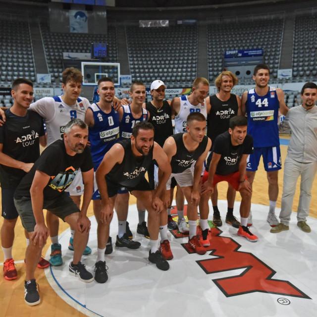 Teniske zvijezde koji ovaj vikend sudjeluju na Adria Touru u Zadru odigrali su košarkašku utakmicu na Višnjiku sa seniorima KK Zadar.