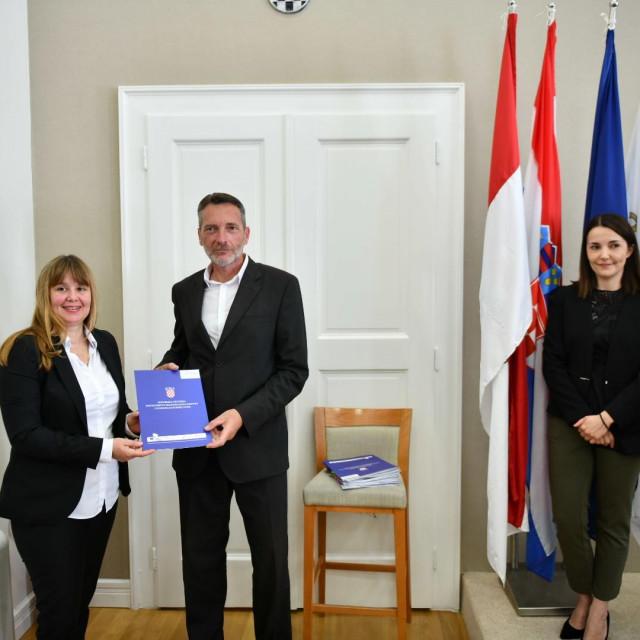 Državna tajnica Nikolina Klaić na potpisivanju ugovora o sredstvima EU za Centar izvrsnosti