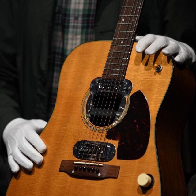 Gitara Martin D-18E iz 1959. godine prodana jeza rekordnih 6.010,000 dolara