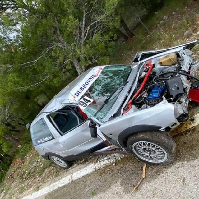'Ruševina' od Citroena AX GTi, glavno da vozaču nije ništa - Mirko Pendo je iz njega izašao bez ogrebotine