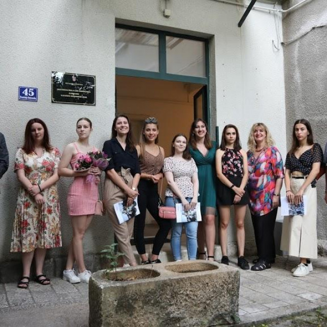 izložba maturanata Slikarskog odjela Umjetničke škole Luke Sorkočevića