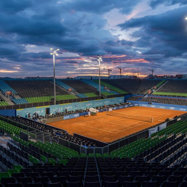 Otkazano finale Adria toura,publika napušta stadion