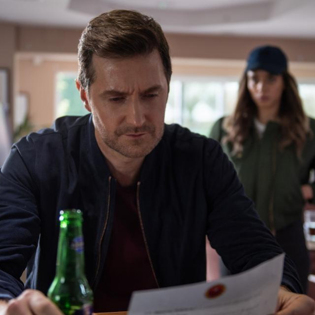 Netflixova serija Stranac križavac je kriminalističke serije i trilera