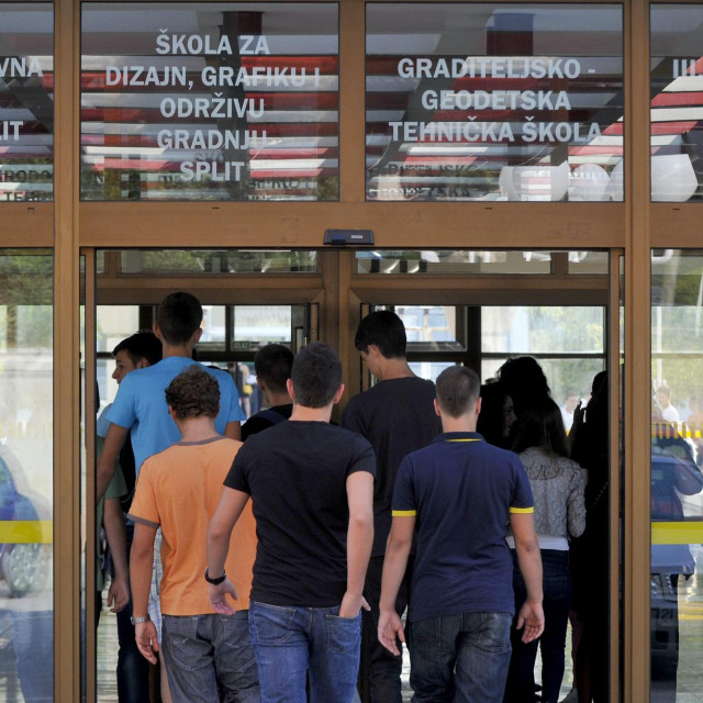 'Učenicima treba dolazak u školu, nezadovoljni su što su njihova druženja svedena na minimum'