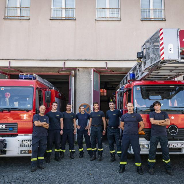 Javna vatrogasna postrojba Šibenik zapošljava 62 djelatnika, od kojih je 56 operativnih profesionalnih vatrogasaca, najveća je i najbrojnija u Šibensko-kninskoj županiji