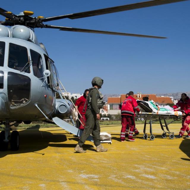 Helikopterskim prijavozom dijete je iz Dubrovnik hitno preveženo u KBC Split