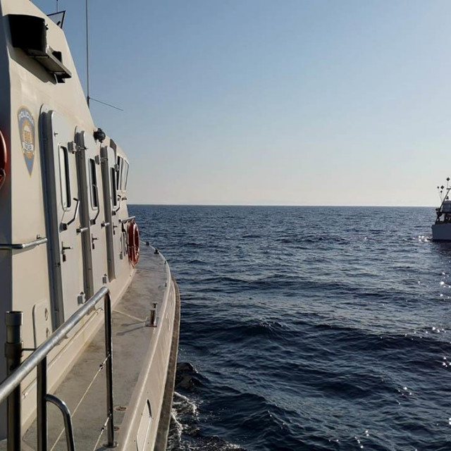 talijanska ribarica uhvaćena kod Lastova u ilegalnom ribanju