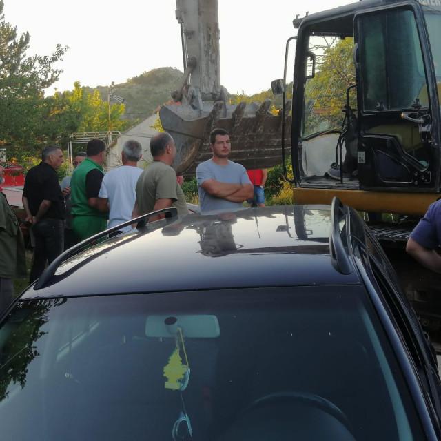 Dicmanjani su svojim tijelima zaustavili 'Lavčevićeve' bagere i pozvali policiju<br />