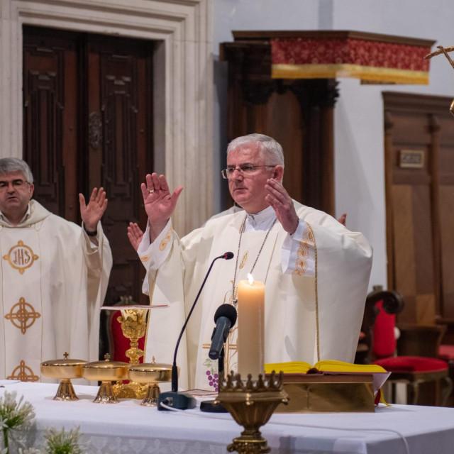 Biskup Mate Uzinić na misnom slavlju u dubrovačkoj Katedrali<br />